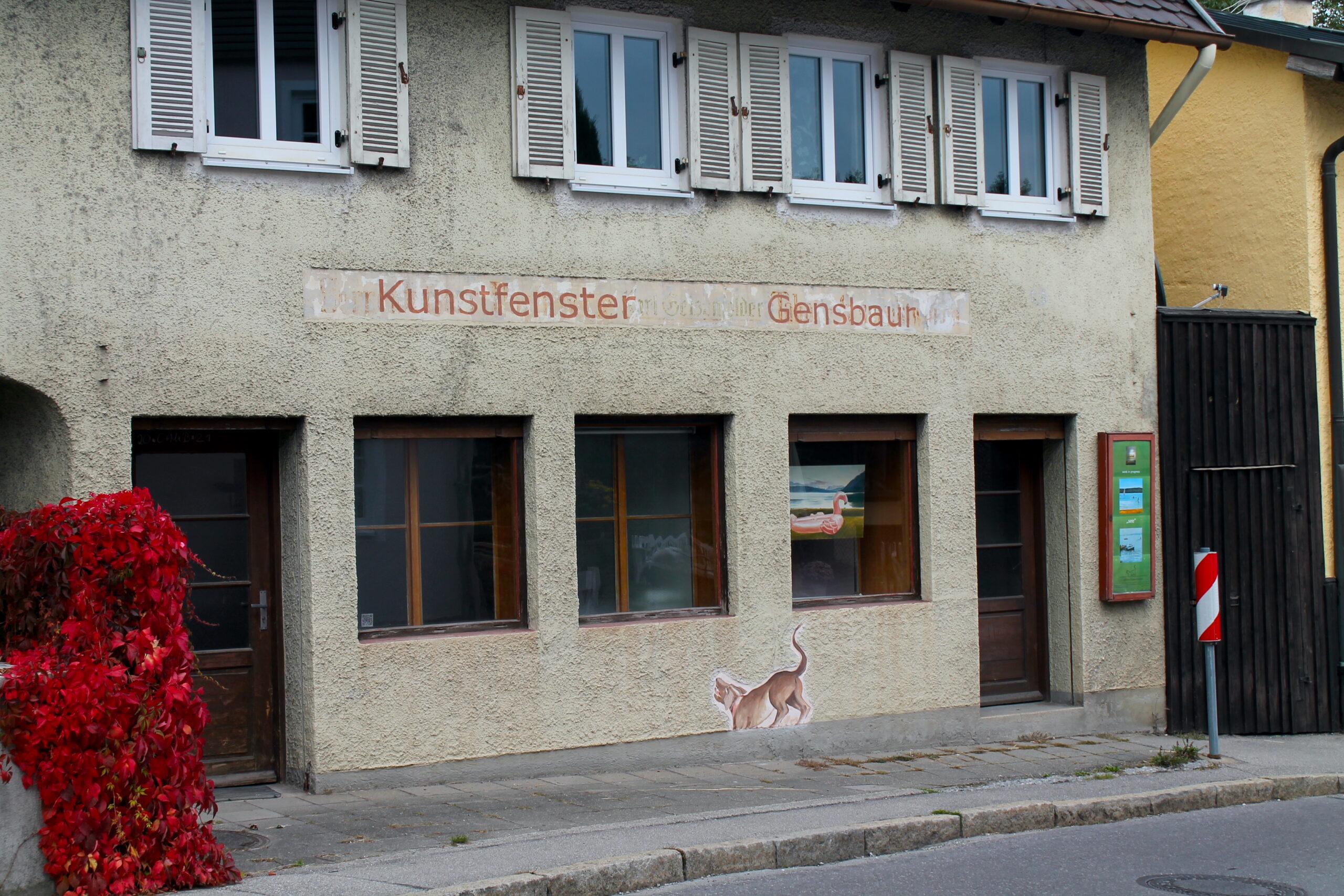 Der Bergmüller-Hund am Kunstfenster